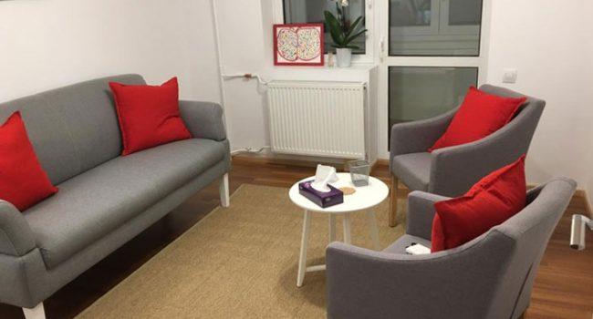 Cabinet de psihoterapie Zepter Bucuresti, camera de terapie o canapea si doua fotolii